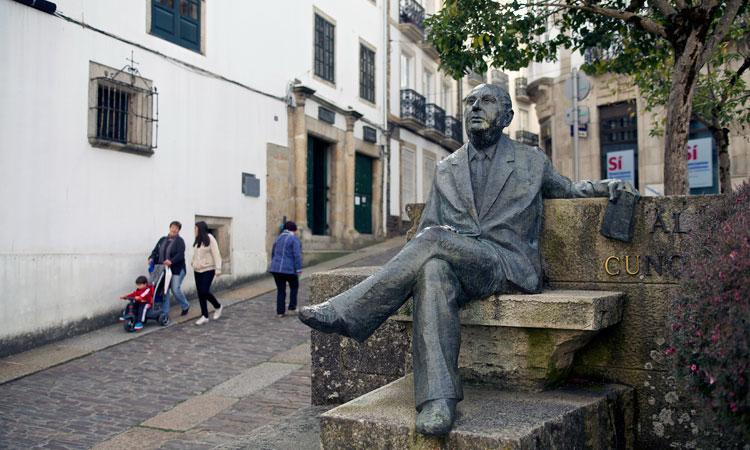 Estatua Álvaro Cunqueiro